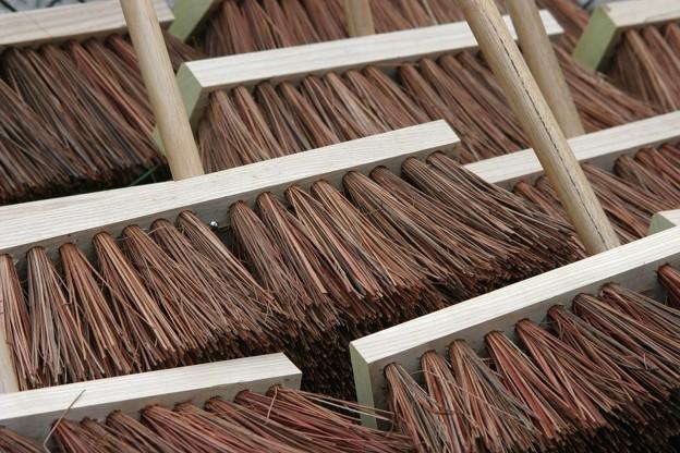 brooms-857508_1280